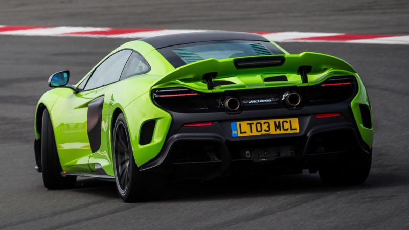 Вид сзади McLaren 675LT