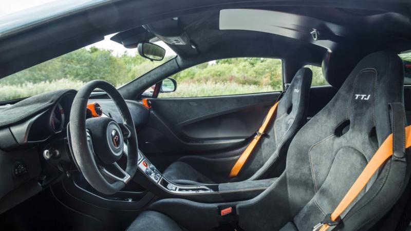 Интерьер McLaren 675LT