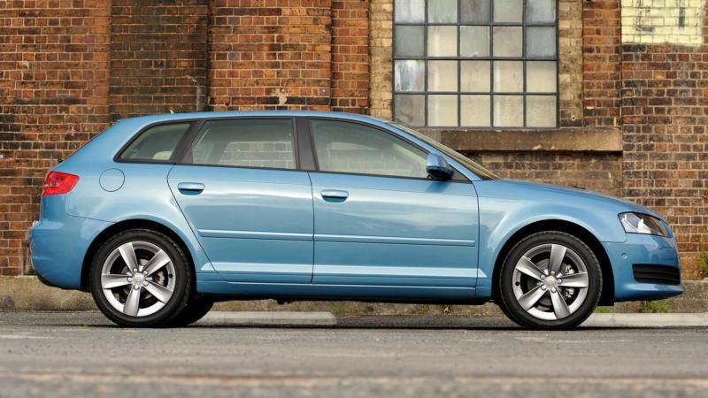 Вид сбоку Audi A3 (8P)