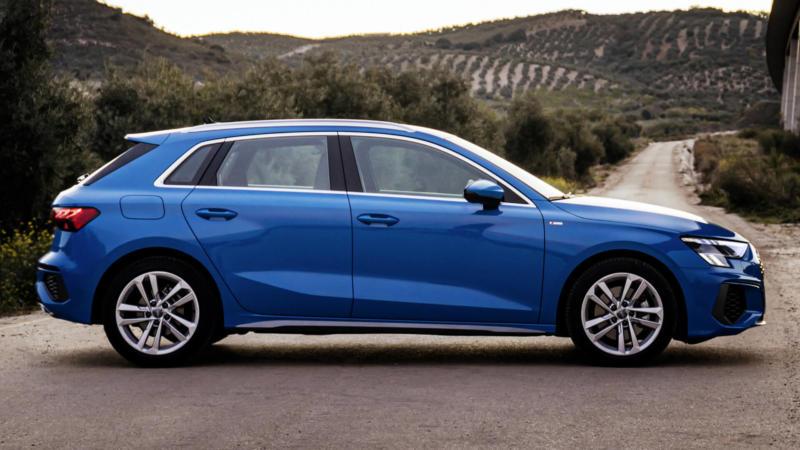 Вид сбоку Audi A3 8Y