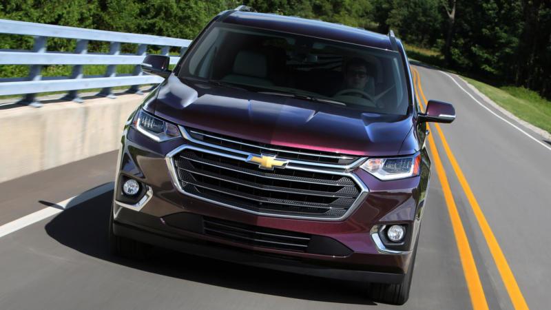 Chevrolet Traverse вид спереди