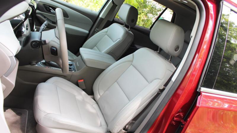 Интерьер Chevrolet Traverse II поколения