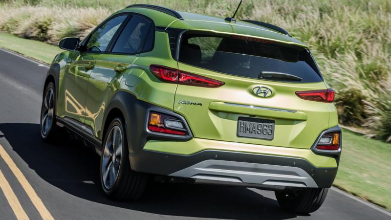Hyundai Kona вид сзади