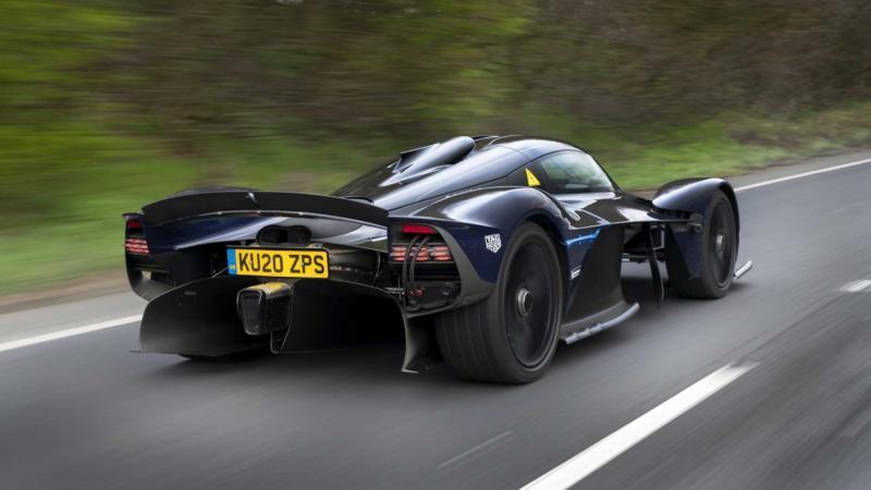Aston Martin Valkyrie вид сзади