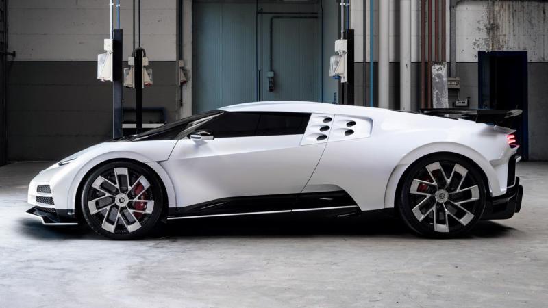 Bugatti Centodieci вид сбоку