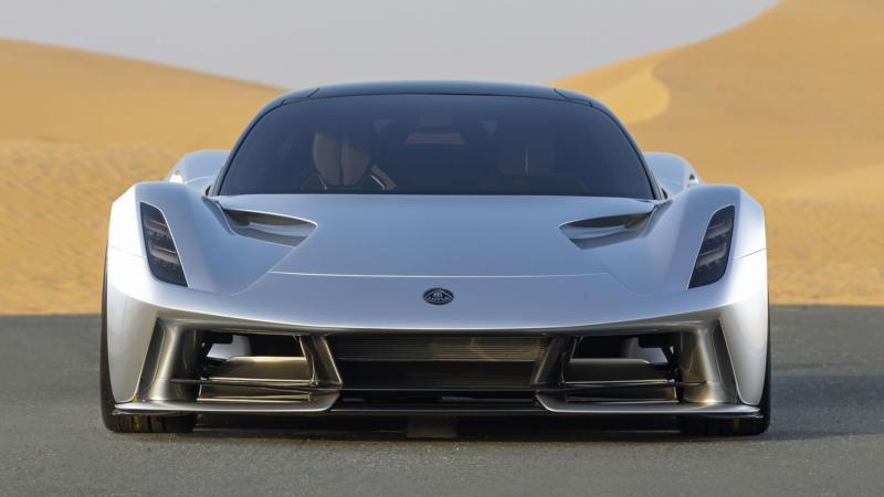 Lotus Evija вид спереди