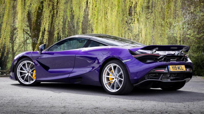 Авто McLaren 720S