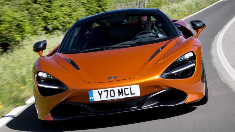 McLaren 720S вид спереди