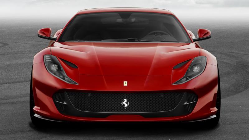 Ferrari 812 Superfast вид спереди