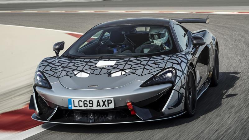 McLaren 620R вид спереди