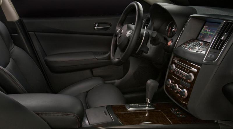 Интерьер Nissan Maxima A35