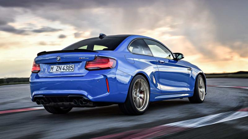 Вид сзади BMW M2 CS