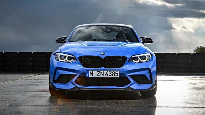 BMW M2 CS вид спереди