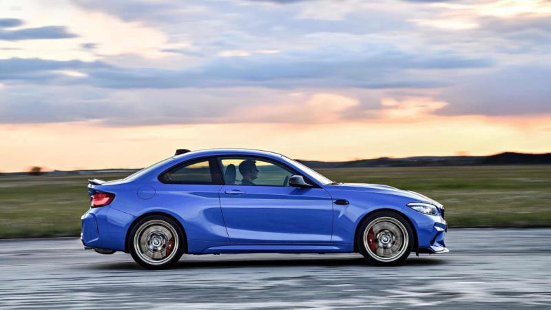 BMW M2 CS вид сбоку