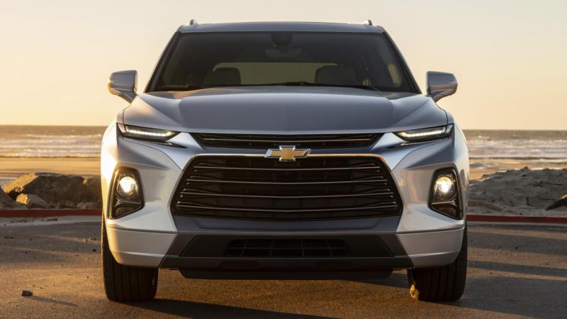 Вид спереди Chevrolet Blazer
