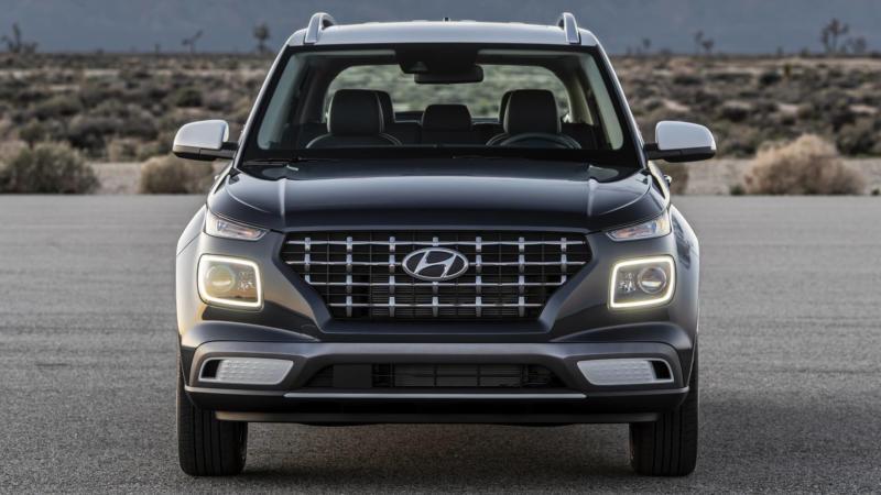 Hyundai Venue вид спереди