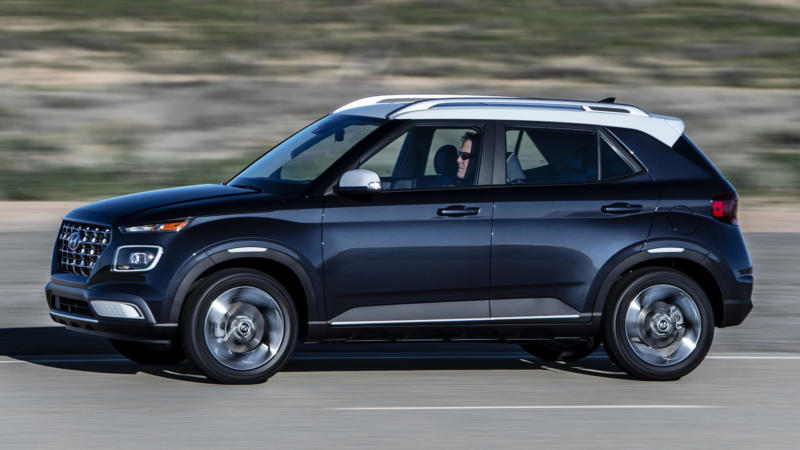Hyundai Venue вид сбоку