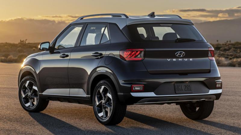 Hyundai Venue вид сзади