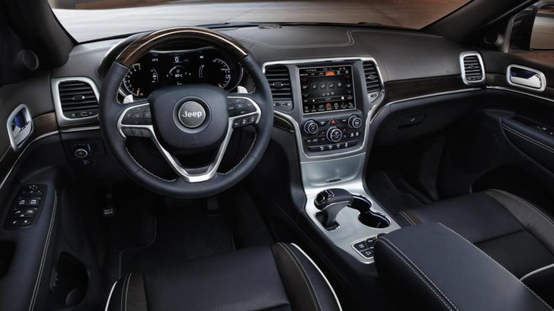 Интерьер Jeep Grand Cherokee