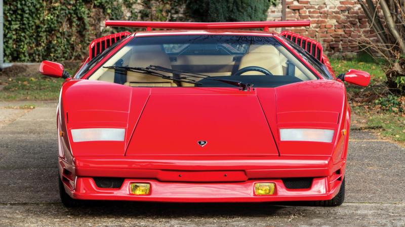 Lamborghini Countach вид спереди