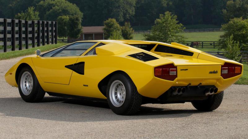 Lamborghini Countach вид сзади