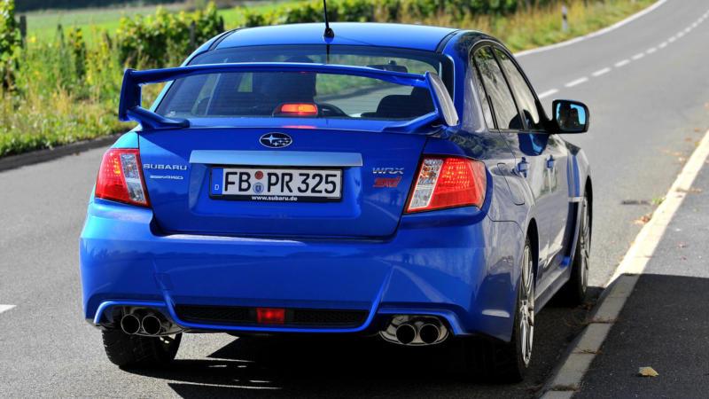 Subaru WRX вид сзади