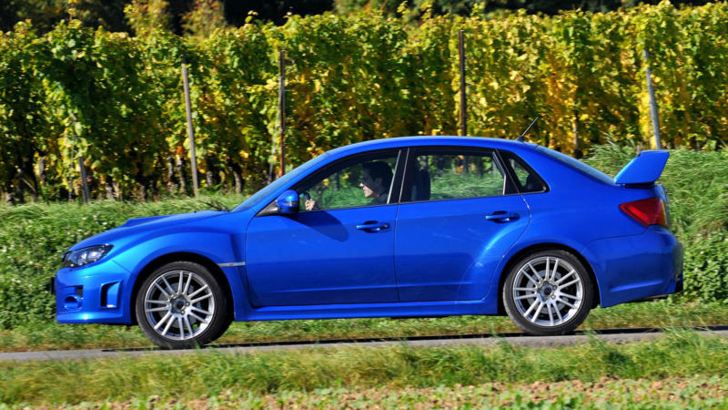 Subaru WRX вид сбоку