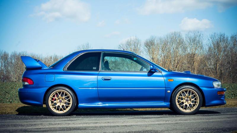 Subaru Impreza WRX вид сбоку