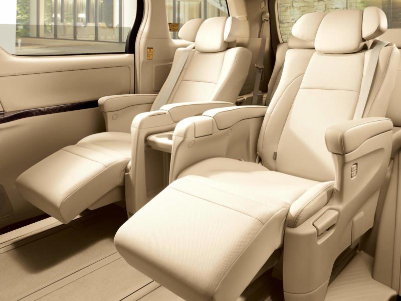 Салон Toyota Alphard 2 поколения
