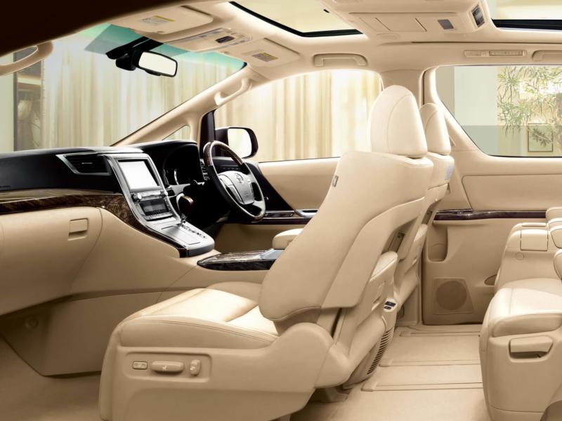 Интерьер Toyota Alphard 2 поколения