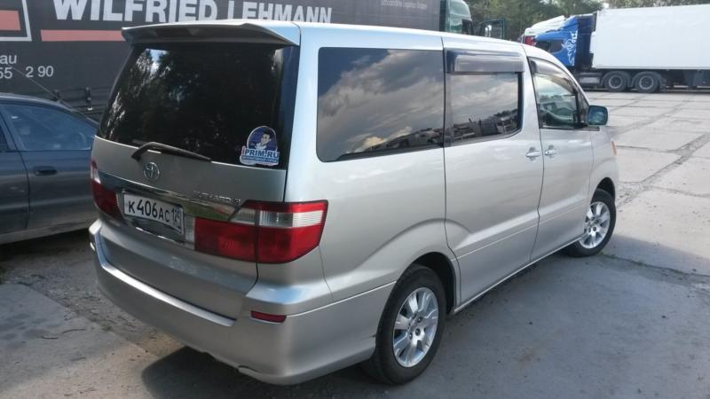 Вид сзади Toyota Alphard 2003