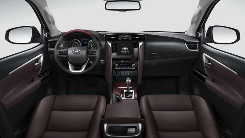 Интерьер Toyota Fortuner