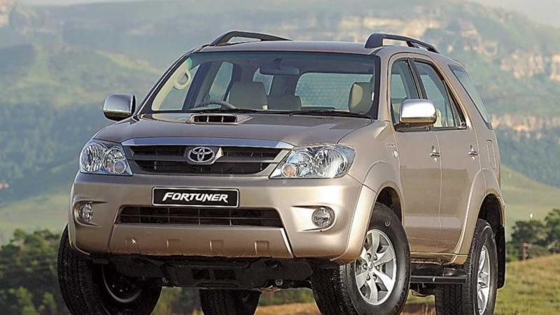 Фото Toyota Fortuner 2005