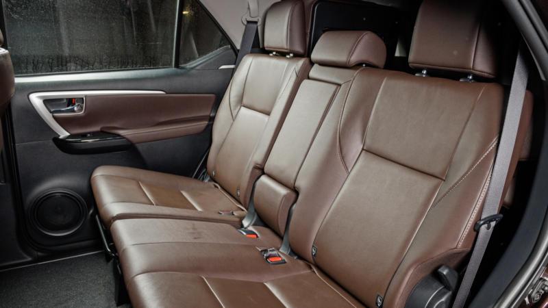 Задний диван Toyota Fortuner