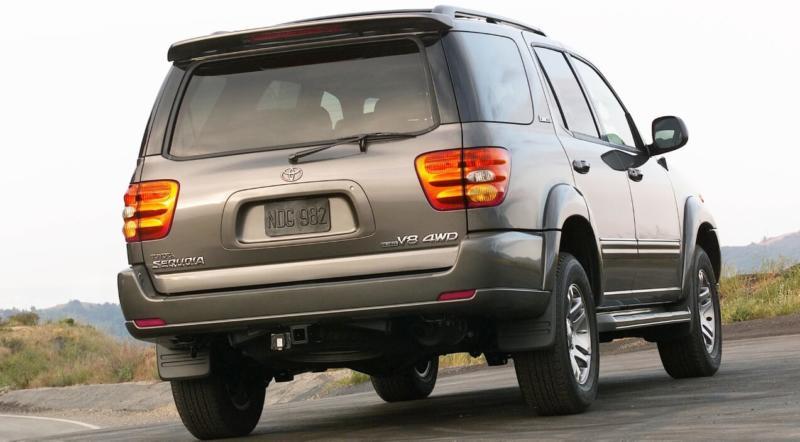 Вид сзади Toyota Sequoia 1 поколения