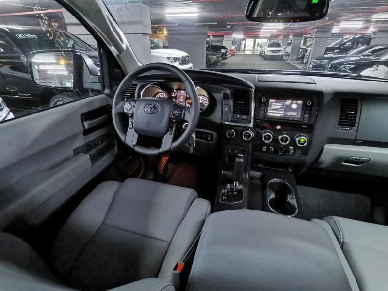 Интерьер Toyota Sequoia