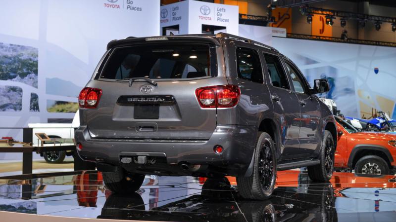 Вид сзади Toyota Sequoia 2017