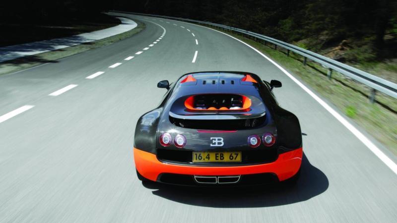 Bugatti Veyron Super Sport вид сзади