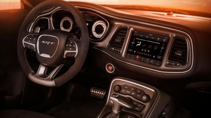 Dodge Challenger SRT Demon фото салона