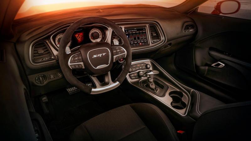 Интерьер Dodge Challenger SRT Demon