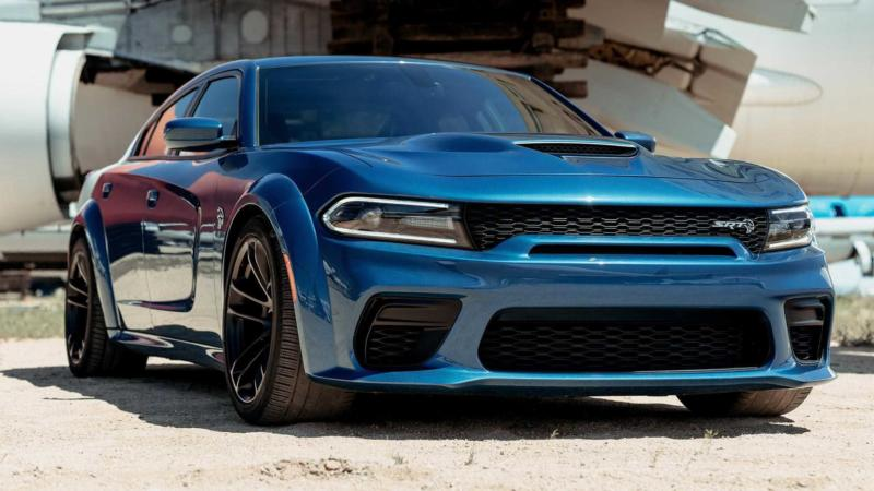 Суперкар Dodge Charger SRT Hellcat