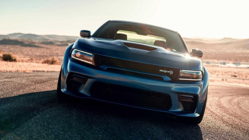 Dodge Charger SRT Hellcat вид спереди