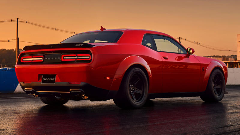 Спорткар Dodge Challenger SRT Demon
