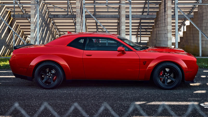 Dodge Challenger SRT Demon вид сбоку