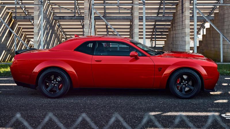 Dodge Challenger SRT Demon вид сбоку