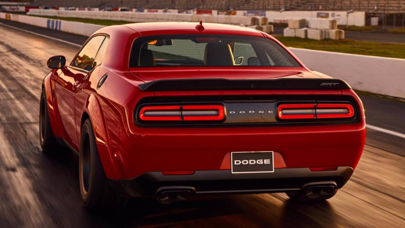 Dodge Challenger SRT Demon вид сзади