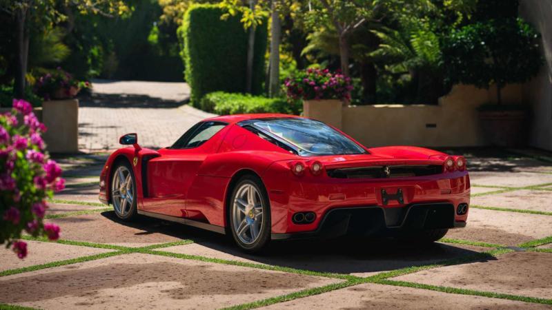 Ferrari Enzo вид сзади
