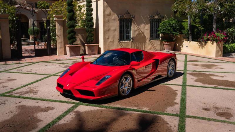 Авто Ferrari Enzo