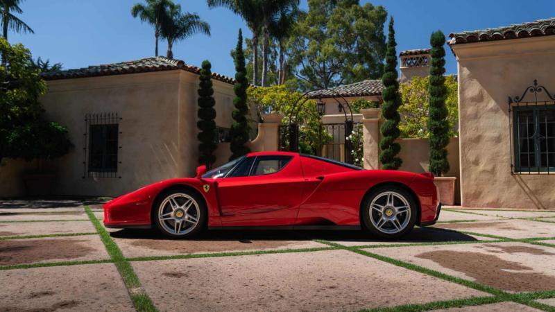 Ferrari Enzo вид сбоку