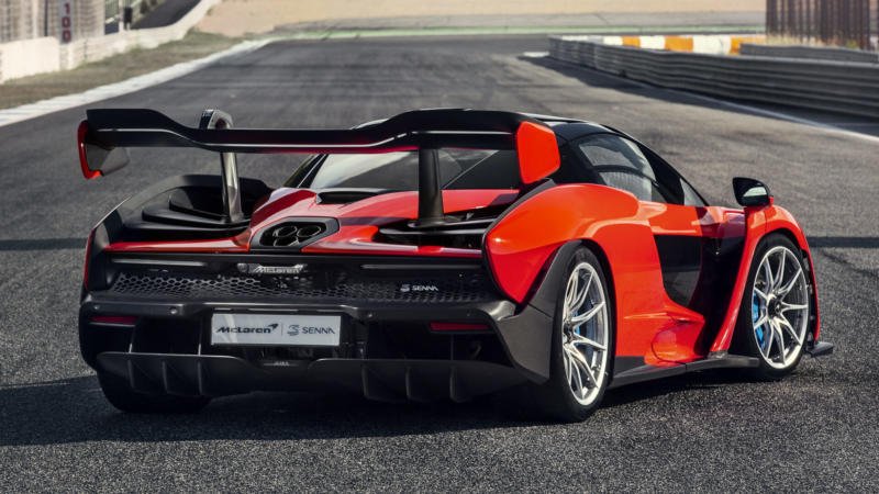 McLaren Senna вид сзади